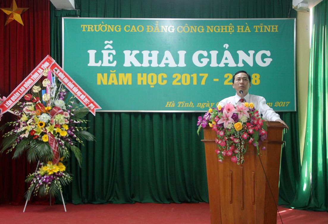 Thầy giáo Nguyễn Trọng Tấn, Hiệu trưởng nhà trường đọc thư chúc mừng năm học mới của Chủ tịch nước