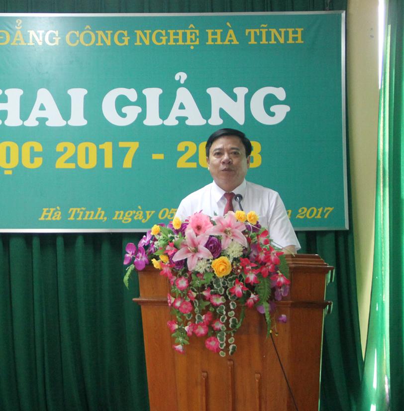 Đồng chí Nguyễn Văn Thanh, Chủ tịch LĐLĐ tỉnh Hà Tĩnh phát biểu tại Lễ khai giảng