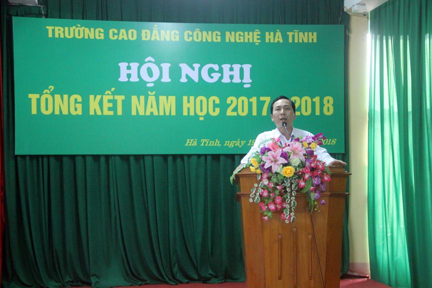 Thầy Nguyễn Trọng Tấn, Hiệu trưởng Nhà trường phát biểu tại buổi lễ