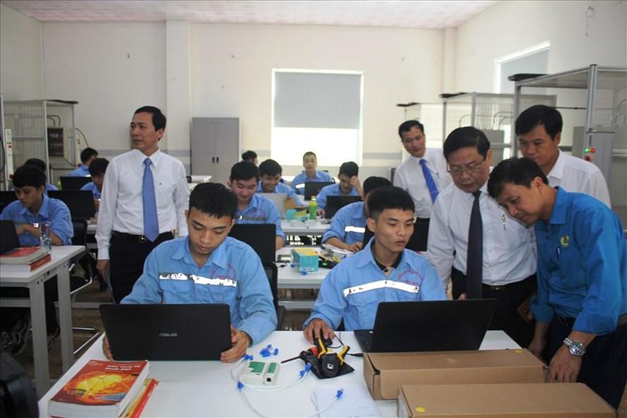 Trường CĐ Công nghệ Hà Tĩnh hợp tác đào tào song hành với Vinfast